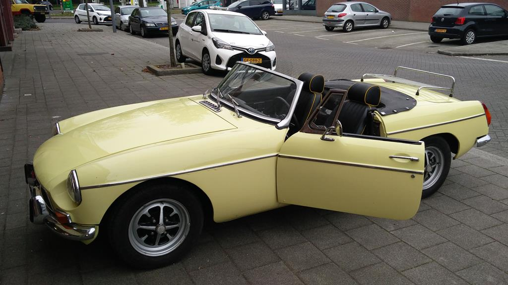 MGB - 1972 - primrose yellow