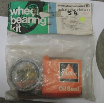 Triumph Stag rear wheel bearing set BKS60 BSL27
